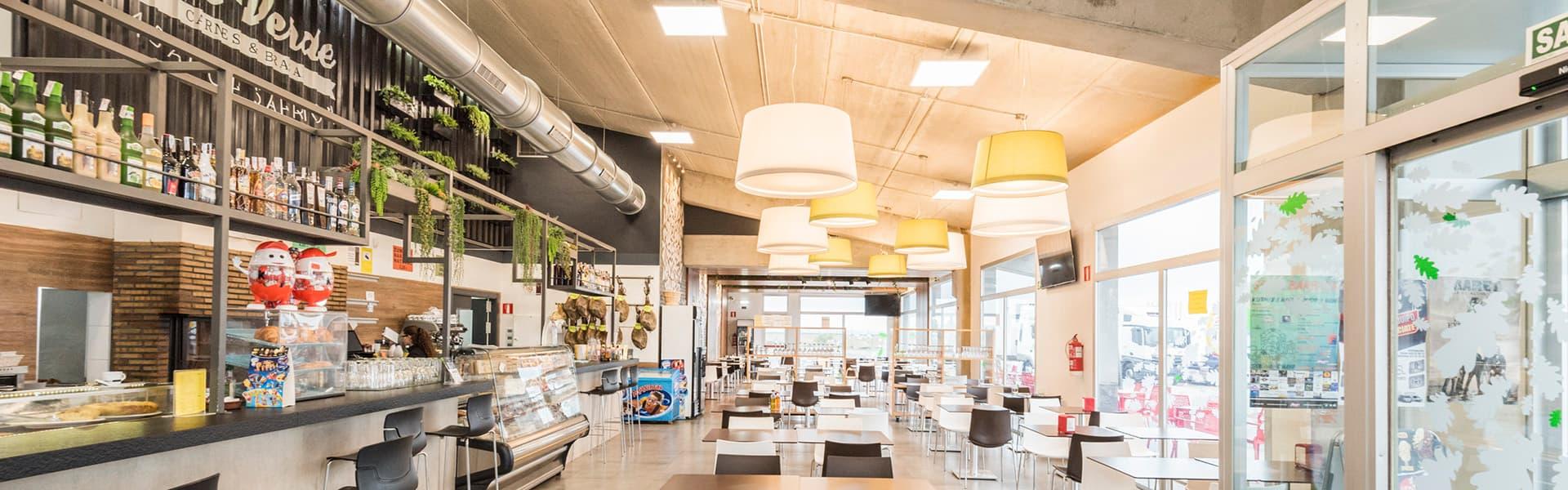 https://www.restauranteasadorviaverde.com/wp-content/uploads/2019/06/RestauranteAsador-ViaVerde_comedor.jpg